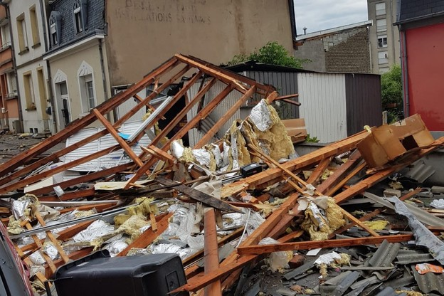 La tornade a ravagé un nombre important d'habitations. (Photo: Twitter / @CGDISlux)