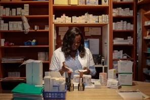 Seules activités dites essentielles sont concernées par cette faculté d'annuler les congés déjà accordés, comme les pharmacies ou encore les services publics. (Photo : Matic Zorman / archives / Maison Moderne)