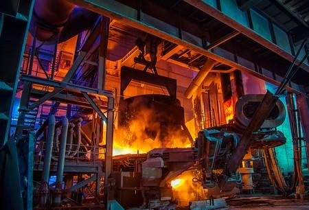 Pour la deuxième fois en un mois, ArcelorMittal annonce des mesures pour réduire sa production d'acier primaire. (Photo: Shutterstock)