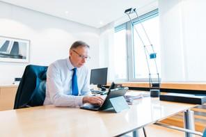 Geoffroy Bazin,président du comité exécutif de BGL BNP Paribas, travaille pour partie dans son bureau au siège de la banque, situé au Kirchberg. (Photo:Edouard Olszewski/archives)