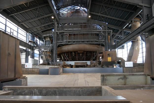 Le plancher des coulées, au pied d'un des hauts-fourneaux, abritera des scènes ou expositions artistiques, comme une dizaine de lieux de l'ancienne friche industrielle. (Photo : Fonds Belval)