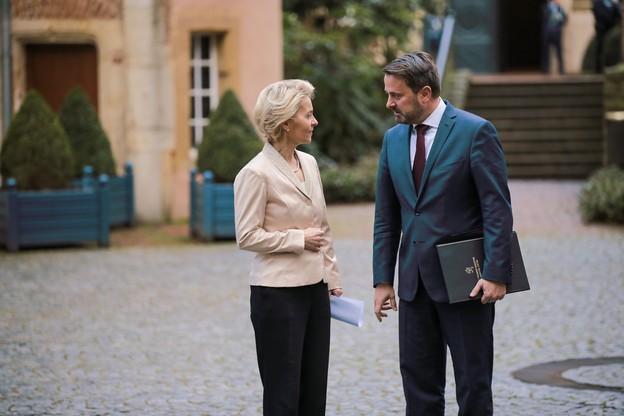 Xavier Bettel a reçu Ursula von der Leyen au matin de l'engagement solennel de la Commission devant la CJUE. L'occasion de marquer leur alignement en matière de budget européen. (Photo: Romain Gamba/Maison Moderne)