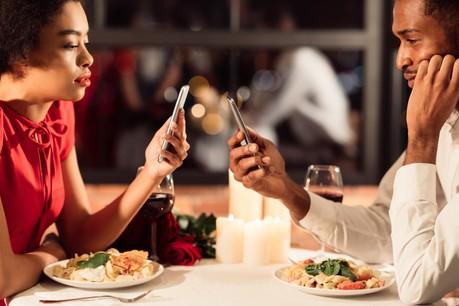 À la veille de la Saint-Valentin, Google a lancé trois nouvelles applications… pour que l'internaute décroche de son smartphone. (Photo: Shutterstock)