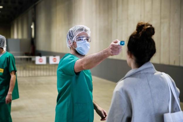 Dimanche 5 avril, 2.804 personnes ont été déclarées positives. Des tests sont effectués au sein de quatre centres de soins avancés, comme ici, à Luxexpo The Box. (Photo: Romain Gamba / Archives)