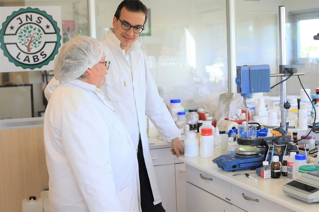Des matériaux naturels, végans et bio, pas de tests sur les animaux: les produits de Nicolas Van Beek et JNS Labs répondent à tous les critères des Nations unies. (Photo: JNS Labs)