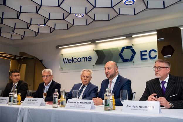 Euro-Composites,le gouvernement, représenté par le ministre de l'Économie Étienne Schneider, la Ville d'Echternach et la SNCI ont signé une convention à l'occasion de cet investissement. (Photo: Nader Ghavami)