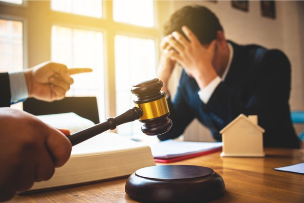 Pour la Chambre des métiers, la perte de l'autorisation d'établissement et la suspension d'une nouvelle demande jusqu'au paiement des arriérés de TVA ou de charges sociales sont assez lourdes à porter sans avoir à condamner le dirigeant d'une entreprise qui fait faillite. (Photo: Shutterstock)