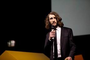 Antoine Granjon, Adapti (Jan Hanrion / Patricia Pitsch)