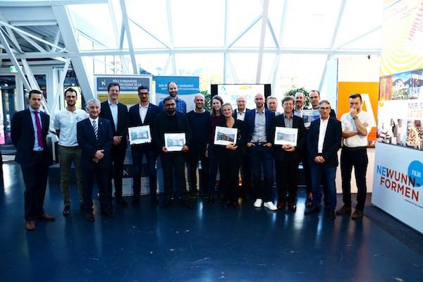 Les lauréats des Green Solutions Awards 2019, lors de la cérémonie de remise des prix à la Home & Living Expo, sur le stand de l'OAI.                   (Photo : Betic)