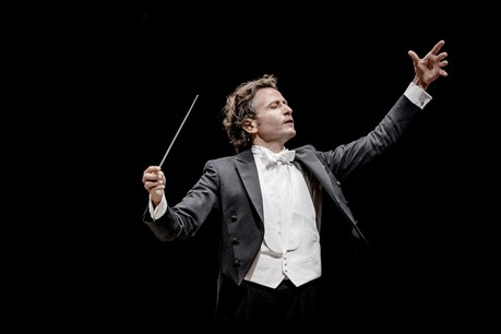 Gustavo Gimeno restera directeur musical de l'OPL jusqu'en 2025. (Photo: Marco Borggreve)