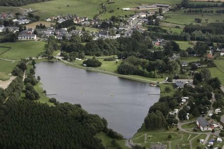 Ce chantier d'envergure, porté par le groupe belge Lamy, doit s'installer aux bords des deux lacs à Weiswampach. (Photo: www.visitluxembourg.com)