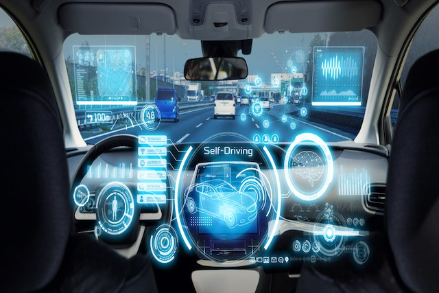 La voiture connectée, un enjeu commercial en Europe, et pas seulement sécuritaire. La 5G permettrait d'aller plus loin que le wifi. Mais cette technologie est déjà prête. (Photo: Shutterstock)