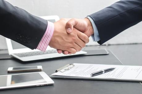 Une décision arbitrale s'impose aux parties engagées au même titre que celle d'un tribunal. (Photo : Shutterstock)