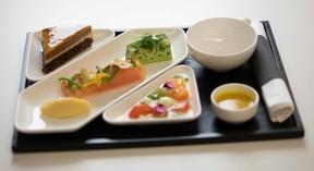 Excellence artisanale et gourmandise au programme pour les futurs passagers de la classe affaires Luxair ((Photo : LuxairGroup))