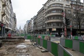 Comme tous les autres chantiers du pays, le chantier du tram et de ses aménagements en infrastructures a été suspendu sur l'avenue de la Liberté. ((Photo: Matic Zorman))