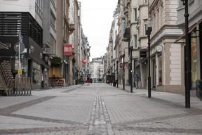 Dans les rues commerçantes de la ville haute, quelques rares passants sont à dénombrer. ((Photo: Matic Zorman))