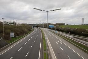 L'autoroute A3, une des portes d'entrée de la capitale, anormalement vide. ((Photo: Matic Zorman))