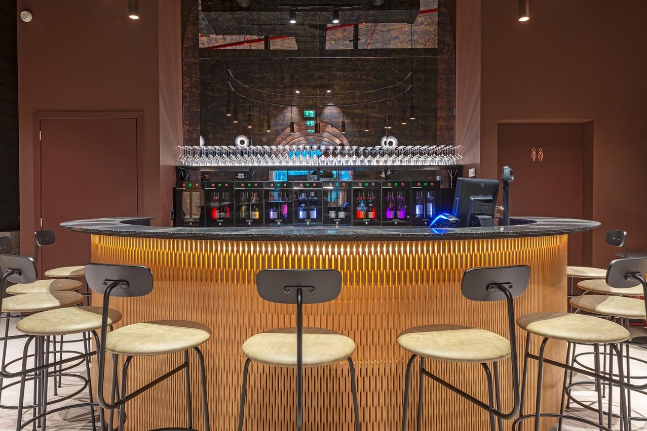 Le Chai bénéficie d'un joli bar à vins qui invite aux dégustations et à l'afterwork . Munhowen