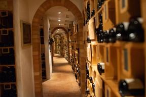 La grande gastronomie va de pair avec une cave plus que bien fournie au restaurant Bareiss. (Hadrien Friob / Maison Moderne)