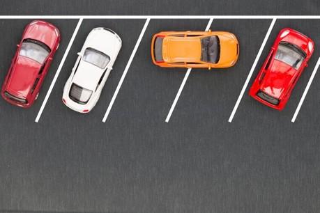 Les dispositifs de stationnement sont reliés à l'ordinateur de bord qui, grâce aux algorithmes, vont calculer la manœuvre et piloter la direction jusqu'à l'arrêt complet. (Photo: Comzeal)
