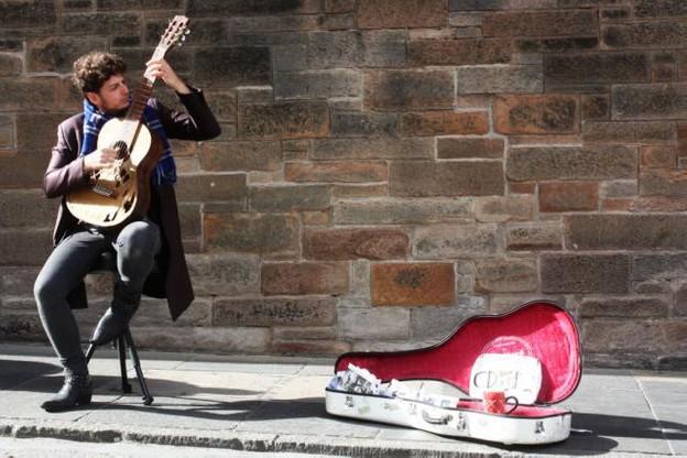 music_street_musician_guitar_edinburgh-939362.jpgd_.jpeg