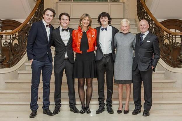 Photo de la famille Ernster: 3 générations de libraires. De gauche à droite: Max, Paul, Annick, Pit, Josée et Fernand. (Photo: Ernster)