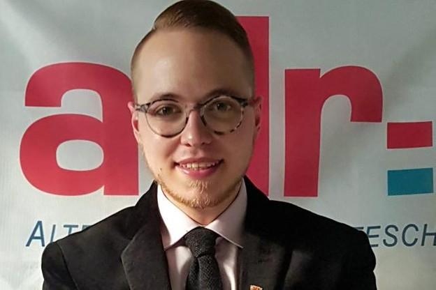 Le jeune membre de l'ADR a été exclu du parti suite à son comportement inapproprié sur les réseaux sociaux. (Photo: Joe Thein / Facebook)