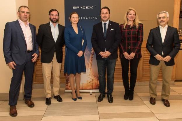 Patrick Biewer, le couple grand-ducal héritier, Xavier Bettel, Gwynne Shotwell et Karim-Michel Sabbagh sont présents mardi en Floride pour le lancement du premier satellite militaire luxembourgeois. (Photo: SIP/Charles Caratini)