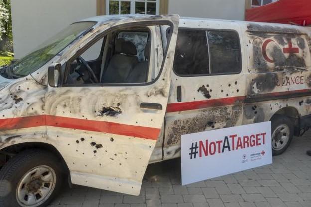 Le véhicule humanitaire criblé de balles voyagera à travers le pays jusqu'au 15 juillet. (Photo : Croix-Rouge luxembourgeoise)