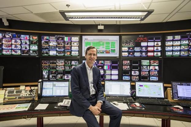 Guillaume de Posch dans l'antre de la diffusion des chaînes RTL, depuis le Kirchberg. En attendant une salle des contrôles flambant neuve dans le nouveau siège en construction. (Photo: Mike Zenari)