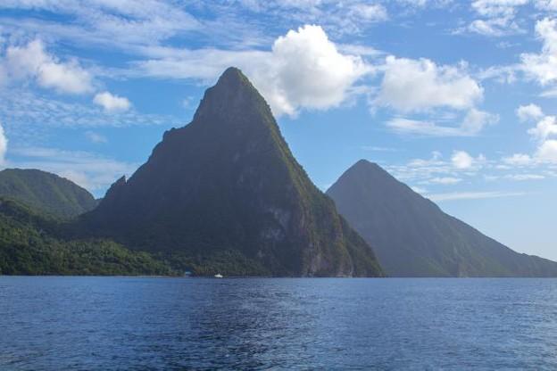 Sainte-Lucie et ses Pitons figurent parmi les deux îles caribéennes pointées du doigt par l'UE. (Photo: Licence C.C.)