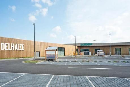 Le nouveau centre commercial Borders présente une façade recouverte de bois. (Photo: Andrés Lejona)
