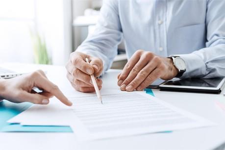 Les intermédiaires sont directement visés par la directiveDAC 6, en étant forcés de dénoncer leurs clients cherchant à établir un montage fiscal agressif. (Photo: Shutterstock)