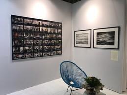 Sur le stand de la Galerie Goutal, œuvre de Jean-Pierre Attal à gauche et œuvres de Pierre Vogel à droite ((Photo: Paperjam))