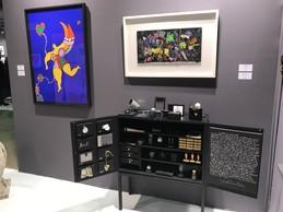 Œuvre de Niki de Saint Phalle et Ben sur le stand de la galerie WOS ((Photo : Paperjam))
