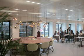 Au premier étage, le café-restaurant Superfoods'accueille aussi les non-résidents Spaces. ((Photo: Matic Zorman))
