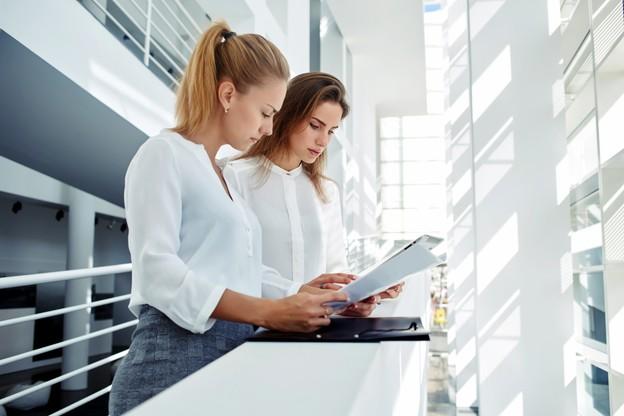 Une des mesures vise à séparer physiquement des personnes qui occupent des fonctions essentielles identiques. (Photo: Shutterstock)