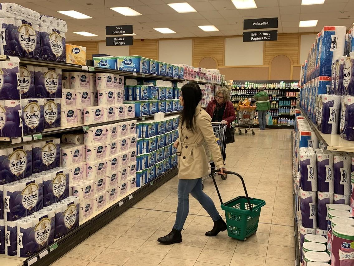Les rayons du produit vedette de la semaine dernière, le papier toilette, étaient pleins. (Photo: Shutterstock)
