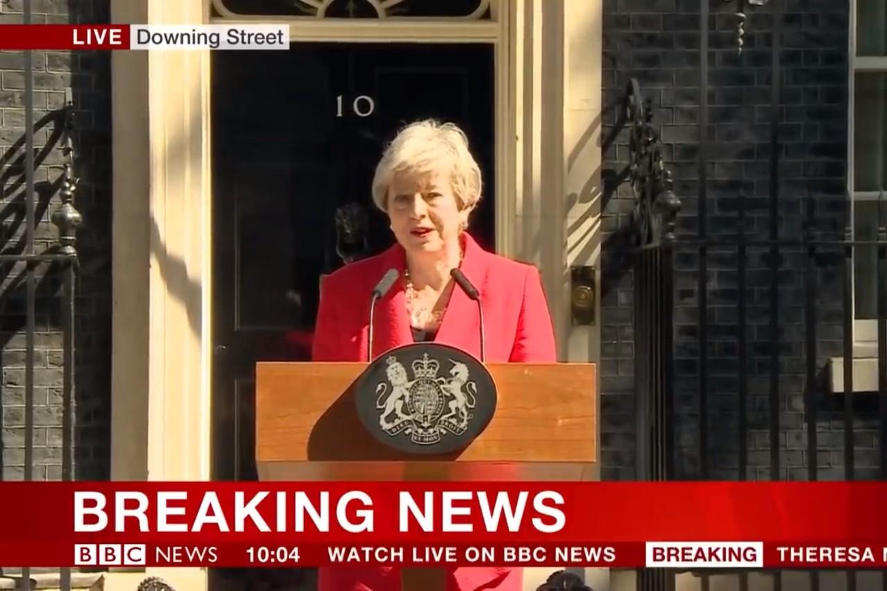 La Première ministre britannique, ce vendredi matin, devant Downing Street. (Photo: Capture d'écran/BBC)