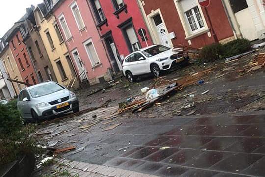 Les dégâts sont très importants. De nombreux véhicules ont notamment été endommagés. (Photo: Facebook / Paola Bourquel-Vivani)