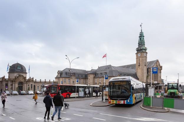 Il y aura moins de bus en ville à certaines heures à partir de lundi. (Photo: Romain Gamba /Maison Moderne)
