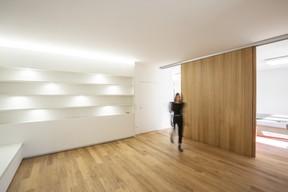 Dans le salon, l'espace est clair et dégagé. ((Photo:Laurent Antonelli))