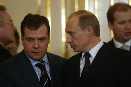 Le tandem Dmitri Medvedev-Vladimir Poutine semblait fait pour durer jusqu'en 2024. Mais le président en a décidé autrement. (Photo: Shutterstock)