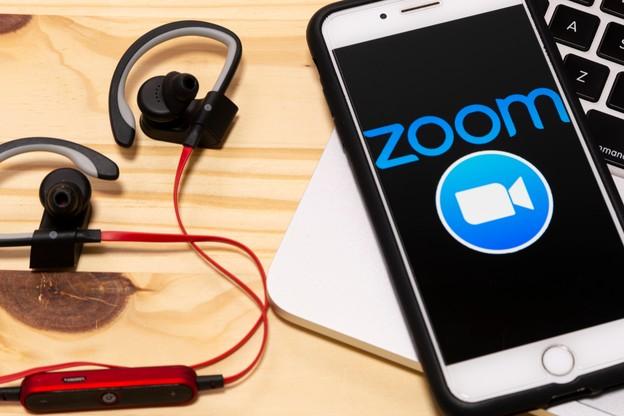 En une semaine, Zoom, valorisée à près de 30milliards de dollars, s'est retrouvée dans l'œil du cyclone pour avoir perdu des centaines de milliers de données personnelles. (Photo: Shutterstock)